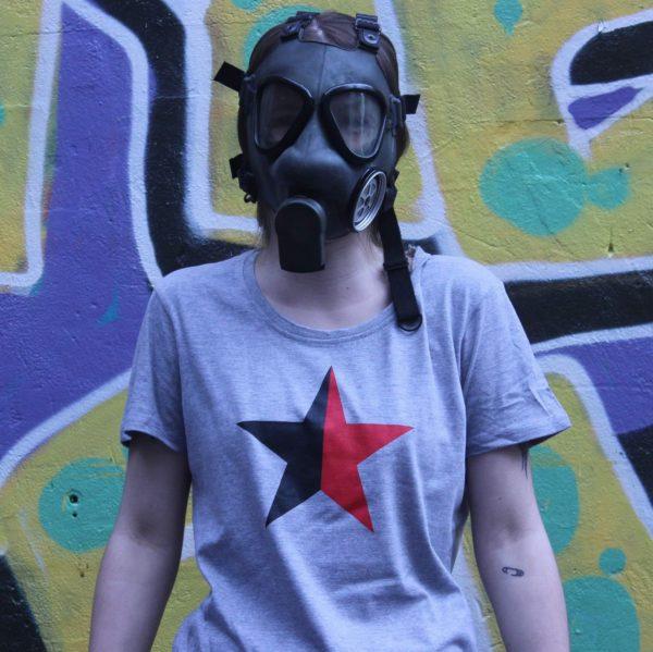 sort-rod-stjerne-t-shirt-slimfit