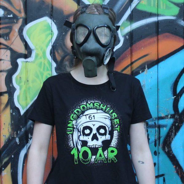 ungdomshuset-10-ar-jubilaum-t-shirt-slimfit